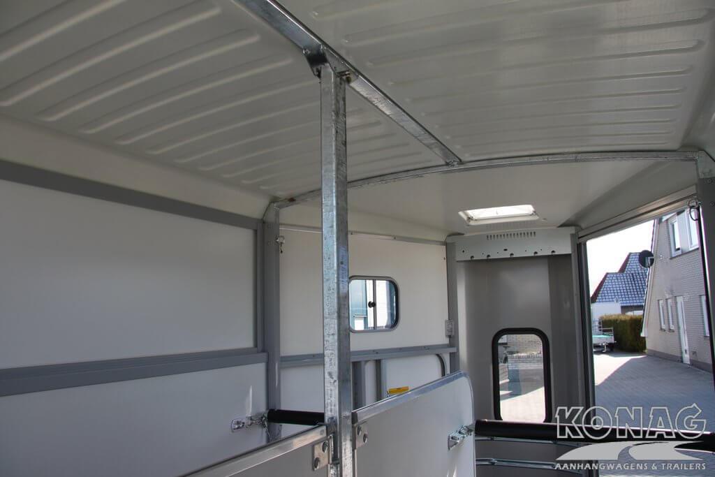 Ifor Williams HB511 binnenzijde paardentrailer