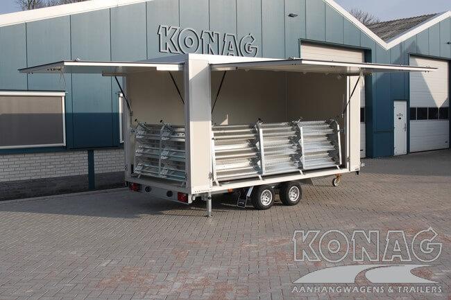 Compacte Konag presentatiewagen voorzien van trappen