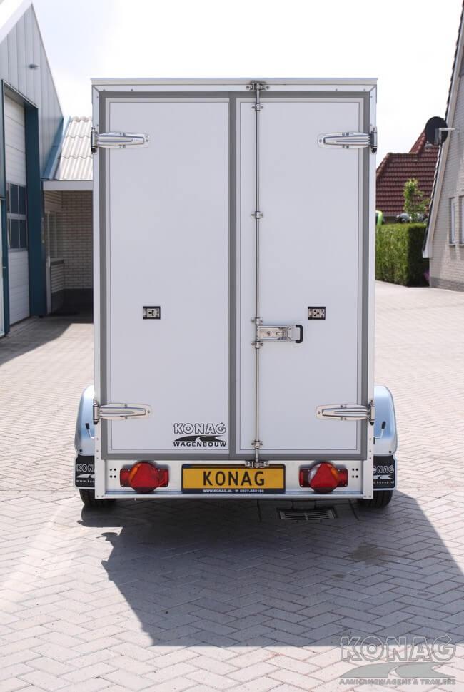 Koelaanhangwagen enkelas geremd hoog model achterzijde
