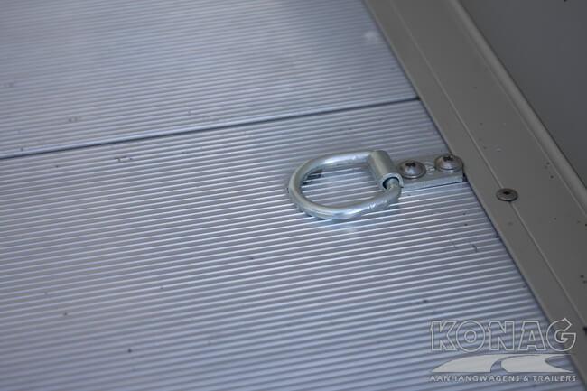 Bagage sjorogen op de aluminium laadvloer Easyline XL